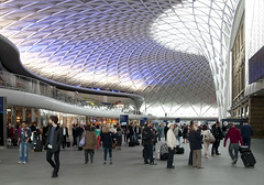 Kings Cross station, London, new concourse. (RhinopeteT) Tags: architecture cross kings kingscross britishrail kingsx