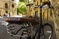 Curly Brooks Salabike // [Porque yo lo valgo] (Walimai.photo) Tags: plaza bike bicycle stone square lumix muelle bokeh bicicleta panasonic curl salamanca brooks piedra plazadelosbasilios rizo lx5 salabike