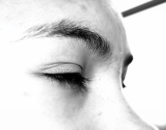 yeux ferms (Emma Plume) Tags: fiction nikon science yeux flou visage cils