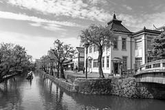 Kurashiki  (Mximo Novas) Tags: street travel viaje blancoynegro rio japan river puente boat canal nikon streetphotography wb  nippon novas japon nihon canoa bote   fotografiaurbana  fotografiacallejera fotografiadecalle streetjapan maximonovas wwwmaximonovascom