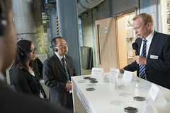 Explaining materials at the Goldschmidt-Thermit Plant technical tour