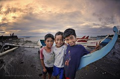 _DSC8793WM (Ranie D) Tags: kids shore beech banca negros occidental nikond90 manapla nikon105f28fisheye