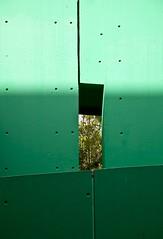 Verbe et ton (Gerard Hermand) Tags: paris france green wall canon concrete hole vert mur trou ladfense bton formatportrait eos5dmarkii 1207103680 gerardhermand