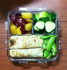 07.17.12 Lunch (Leopard Girl) Tags: chicken lunch wrap traderjoes bento zucchini cucumbers sugarsnappeas kingfieldfarmersmarket redplum locknlock 071710