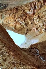 Viti... (Wolf-Ulf Wulfrolf) Tags: island caldera blau italiener sonnenschein krater türkis askja schwefel viti portra160 hochland pentaxfa5014 badegäste pentaxsuperprogram eierschas kieselsäure stinkesee