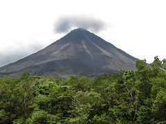 "Parc National Arenal: le volcan Arenal <a style=""margin-left:10px; font-size:0.8em;"" href=""http://www.flickr.com/photos/127723101@N04/26295352024/"" target=""_blank"">@flickr</a>"