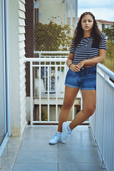 #NowPlaying: La La Latch (Pentatonix) (TheJennire) Tags: camera light summer portrait people luz fashion self canon hair cores photography 50mm photo shoes colours foto legs young style colores teen indie shorts fotografia curlyhair camara cabelo pelo cabello reebok tumblr reebokclassic