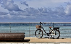 ma com bello andare in bicicletta !!! (miriam ulivi) Tags: sea bicycle clouds bench italia nuvole mare liguria promenade lungomare bicicletta panchina sestrilevante nikond7200 miriamulivi