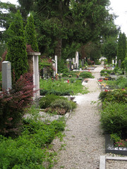 Row of Graves at ale Cemetery, Ljubljana, Slovenia (Wiebke) Tags: ljubljana slovenia europe vacationphotos travel travelphotos ale alecentralcemetery cemetery centralnopokopalieale pokopalie beigrad bezigrad