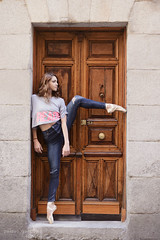 Knocking the Door (Pelayo Gonzlez Fotografa) Tags: madrid street door portrait ballet woman female calle dance mujer puerta ballerina shoes outdoor retrato danza dancer pointe bailarina puntas marlenfuerte dancethistown