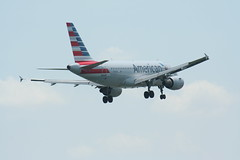 IMG_2576 (wmcgauran) Tags: boston airplane airport aircraft aviation american airbus bos eastboston a319 kbos n712us