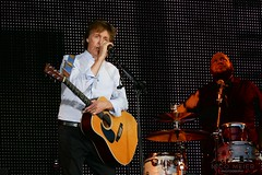 Paul McCartney with Martin D28 (NM_Pics) Tags: munich mnchen paul beatles olympicstadium mccartney paulmccartney olympiastadion oneonone