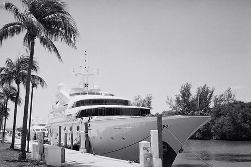 film beach freedom minolta florida yacht miami super 400 xp tele ilford c41