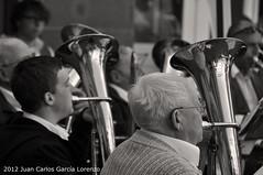 Frankfurt. Old musician (Juan C. García Lorenzo) Tags: old travel musician music man germany nikon europa europe frankfurt band eu oldman alemania frankfurtammain ue hesse nikond90 thelotofmen
