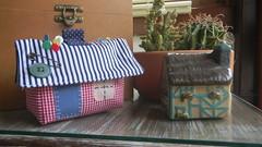 CaSa ALfInEtEiRo (DoNa BoRbOlEtA. pAtCh) Tags: house home casa handmade application borboleta patchwork deny alfineteiro fonsecadona