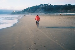 Beach rider (Robert Ogilvie) Tags: film canonetgiiiql17 kodakektar100