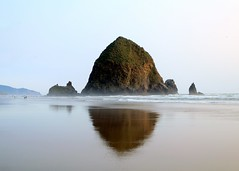 Haystack Rock (Cole Chase Photography) Tags: summer beach oregon canon coast oregoncoast haystackrock pacificcoast canonbeach t3i