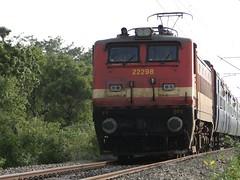 Erode WAP-4 ! (Karthik Abbilash) Tags: camera india electric digital train ed track tn diesel sony traction rail loco gradient locomotive express passenger incredible sr tamilnadu bharat rpm ballast erode southernrailway indianrailways goc irfca 22217 22298 22526 22626 incredibleindia royapuram 40067 22843 wap4 hx1 wdp4b bharatiyarail