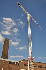 Crane and Tate (ngel descuidado) Tags: sky cloud london construction crane tatemodern herzogdemeuron powerstation bankside gra banksidepowerstation hollandstreet