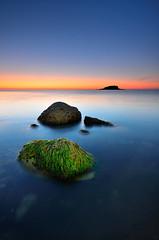 En lnea (Javier_Lpez) Tags: blue sea sky seascape green beach rock marina de la nikon rocks sigma playa paisaje alicante amanecer cielo altea javier angular 1020 roca cala elx elche olla lpez d7000 javierlpez playadelaolla