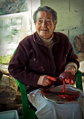 Mata_06 (Christian Cardenal) Tags: people canon portait experience chorizo strong ritual cceres morcilla matanza rebelt1i