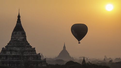 Balloon over Bagan (41025776@N05), photography tags:  sunrise canon temple burma stupa balloon hotairballoon myanmar plains bagan explored 5d3