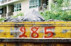 Fahrenheit 285 (35mm) (jcbkk1956) Tags: street film 35mm thailand nikon bangkok bin manual waste skip 285 fe2 kodacolor200 thonglo