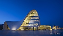 Baku - Heydar Aliyev Center (Rolandito.) Tags: blue light night lights evening abend licht twilight dusk illumination center baku azerbaijan illuminated hour beleuchtung nightfall lichter zaha hadid blaue beleuchtet heydar stunde merkezi aliyev liyev