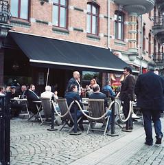 Blockparty (rotabaga) Tags: 120 6x6 mediumformat göteborg lomo lomography kodak sweden gothenburg sverige lubitel166 blockparty streetparty porta160 andralånggatan gatufest mellanformat andralångdagen