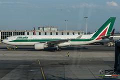 DGC_0076 (conversigphotopress) Tags: eiejh a330 airbus alitalia skyteam jfk