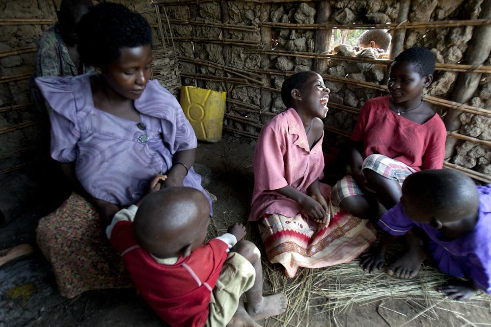 africa-uganda-laughing