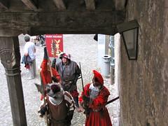 Burghausen / Noble Guard 9984 (Mr.J.Martin) Tags: carnival castle bayern bavaria austria gothic medieval fortification fortress middleages burghausen salzach burgfest salzachriver wittelsbachs burghausencastle