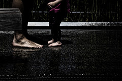 under the rain (Nassia Kapa) Tags: street nyc newyorkcity usa baby ny feet rain daylight us father streetphotography barefoot highline nework nassiakapa