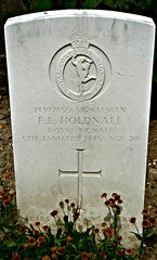 Holdnall. Roy Signals 1945. Villeneuve-Saint-Georges communal cemetery, France (Grangeburn) Tags: france royalsignals commonwealthwargravesvilleneuvesaintgeorgesgravescemeteryburialgroundssoldiersairmen flholdnall
