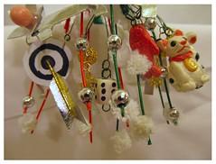 Maneki charms on december kanzashi, detail (EruwaedhielElleth) Tags: flowers hair japanese clips pins maiko fabric ornaments hana geisha accessories folded tsumami hairpins kanzashi imlothmelui