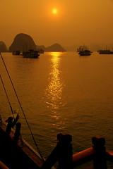 First row for the sunset (Halong Bay, Vietnam) (armxesde) Tags: sunset water bay sandstone rocks ship sonnenuntergang pentax vietnam halongbay k5 felsen bucht halongbucht vịnhhạlong