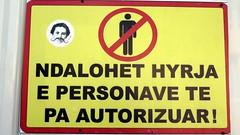 ( / ) (YOUGUIE) Tags: streetart sticker lp signalisation albania panneau autocollant tirana shqiperia albanie leopipo leoetpipo