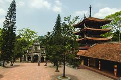 Courtyard (hmak0) Tags: travels nikon asia wideangle tokina vietnam explore perfumepagoda northvietnam 1116mm d5100