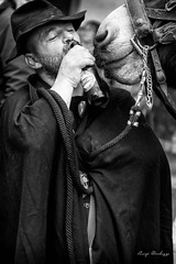 Contesa (luigi ricchezza) Tags: man black beer drink donkey birra asino beve contention contesa