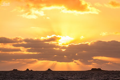 Sunset over Nordstrandischmoor (Luziferian) Tags: houses light sunset sea sky sun sunlight water backlight clouds germany landscape meer northsea rays nordsee beams nordstrand wattenmeer hallig nordstrandischmoor holmersiel