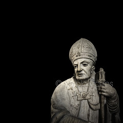Obispo I (Gallo Quirico) Tags: sculpture olympus escultura bishop zuiko e5 obispo astorga 714mm