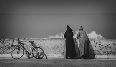 the conversation (krøllx) Tags: africa bw nikc sh bench blackandwhite city coast essaouira fishingvillage habor habour mainsquare marokko menneske monochrome morocco people street streetphotography streetphoto dsc04257edit201603081