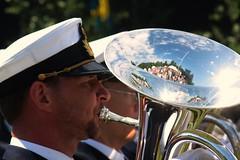 Tuba (blondinrikard) Tags: tuba brass horn musician musiker blås blåsinstrument wind playing music band marchband militärorkester hemvärnet nationaldagen concert spelar plays slottsskogen göteborg sweden shinything shiny instrument