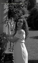 DSC_1269+ (SuzuKaze-photographie) Tags: portrait bw woman france lyon bokeh femme nb shooting dor parc swirly tte suzukazephotographie