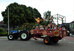 DSCN4073 (2) (Rhoon in beeld) Tags: new tractor holland parade rhoon indianen dorpsdijk