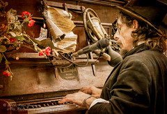 Waddesdon Manor Feast 2016 - Rimski Piano Player (Peter Greenway) Tags: food festival feast drink nt waddesdon piano event nationaltrust enigmatic pianoplayer waddesdonmanor rimski rimskibicyclepiano