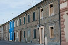 eins ist blau (grasso.gino) Tags: italien houses italy nikon marche marken huser fano d5200