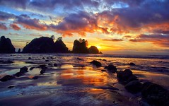 Point of the Arches Sunset, Olympic National Park (i8seattle) Tags: beach water reflections point pacific arches olympic olympicnationalpark shi pacificcoast seastack seastacks olympiccoast shishibeach pointofthearches andyporterphotography imagesofwashingtonstate