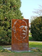 Rochefort, Charente-Maritime: monument au Général de Gaulle (Marie-Hélène Cingal) Tags: france southwest 17 charlesdegaulle rochefort sudouest charentemaritime poitoucharentes généraldegaulle