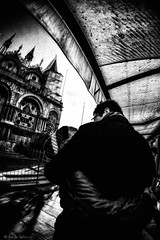 Venice Kiss (Strlicfurln) Tags: venice italy white black love kiss italia raw emotion hugh romance venezia venedig amore bacio lightroom ishootraw emozione blackwhitephotos